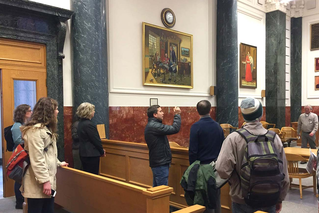 students visit courthouse