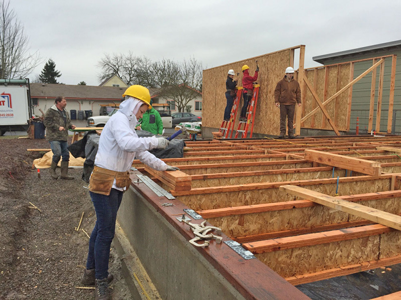 Students finish floor joists during the OregonBILDS studio