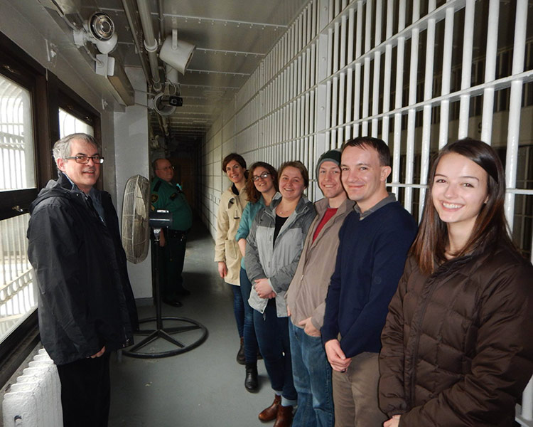 students visit jail